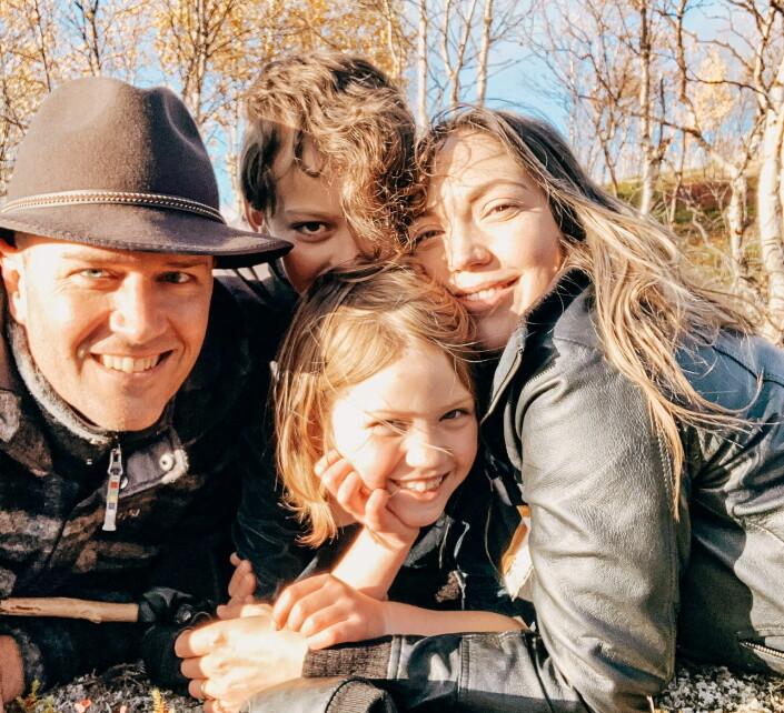 Svea Vikander tok med hele familien da hun flyttet til Kautokeino. Barna går på samisk skole og har lært nord-samisk.