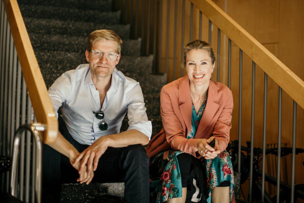 – I vår kategori innenfor nyhetspodkaster er vi jevnstore med flere mediepodkaster som har større mediehus i ryggen, det er vi faktisk veldig stolte av, sier Svein Tore Bergestuen og Eva Sannum.