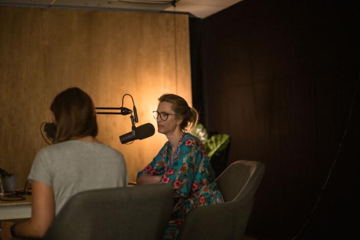Eva Sannum intervjuer gjest kommunikasjonsdirektør Hanne McBride.