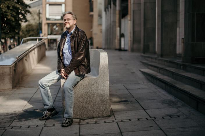 – Jeg har deltatt i de fleste valgkamper aktivt siden 1987, stått på stand og sånn. Nå stemmer jeg ikke lenger på noen, så jeg er mye mer avslappet, sier Jan Arild Snoen