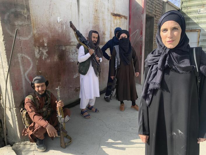CNN-korrespondent Clarissa Ward på jobb i Kabul denne uken.