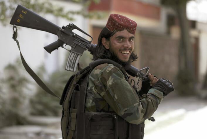 Taliban-soldat fotografert i Kabul.