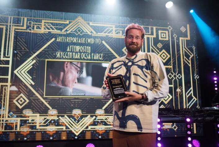 Jonas Brenna tok imot Aftenpostens pris for Årets reportasje web-TV.