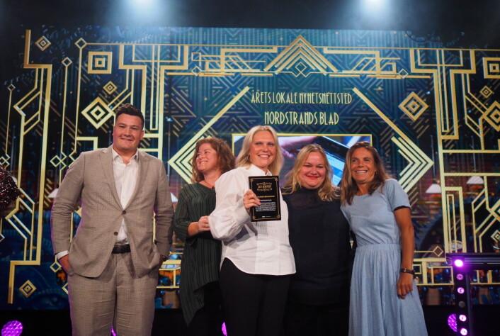Nordstrands Blad var nominert til flere priser. Her tar redaksjonen imot prisen for Årets lokale nyhetsnettsted.