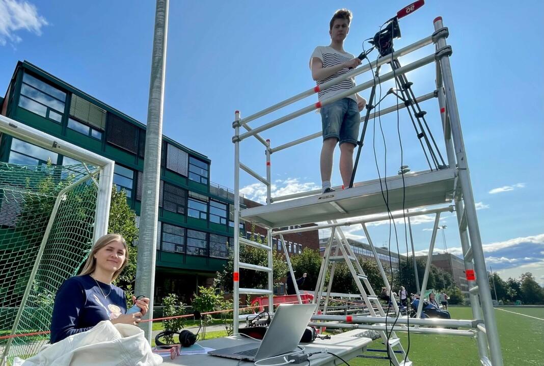 Journaliststudent Nora Johnsen er klar for å kommentere flere fotballkamper for Avisa Oslo.