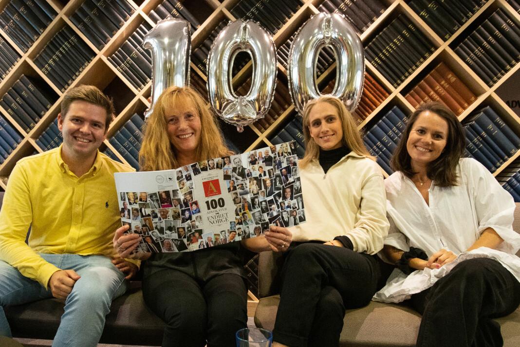 Redaksjonen i Advokatbladet består av (f.v.) journalisten Henrik Skjevestad, redaktør Nina Schmidt og masterstudenten i juss Kari Hegstad som er vikar for Thea N. Dahl (til høyre) mens hun er i foreldrepermisjon