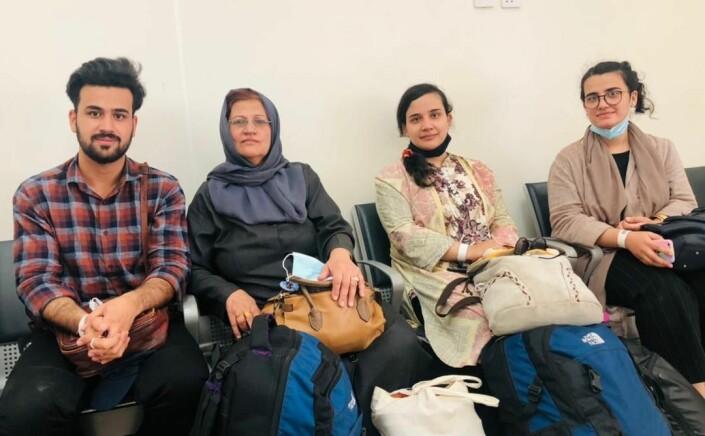 På flyplassen i Doha, i avvente på et fly med uviss destinasjon.