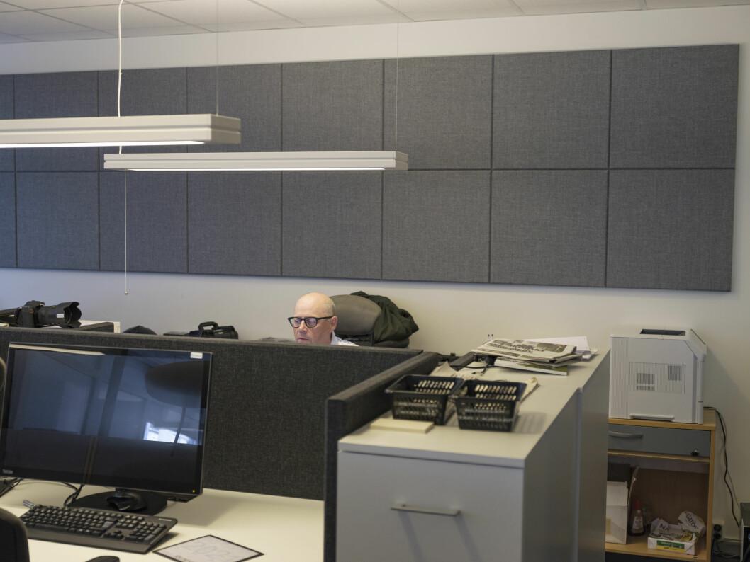 Sjefredaktør, fem faste journalister, en vikar og en frilanser utgjør redaksjonen i Raumnes. På bildet Jan Erik Hæhre.