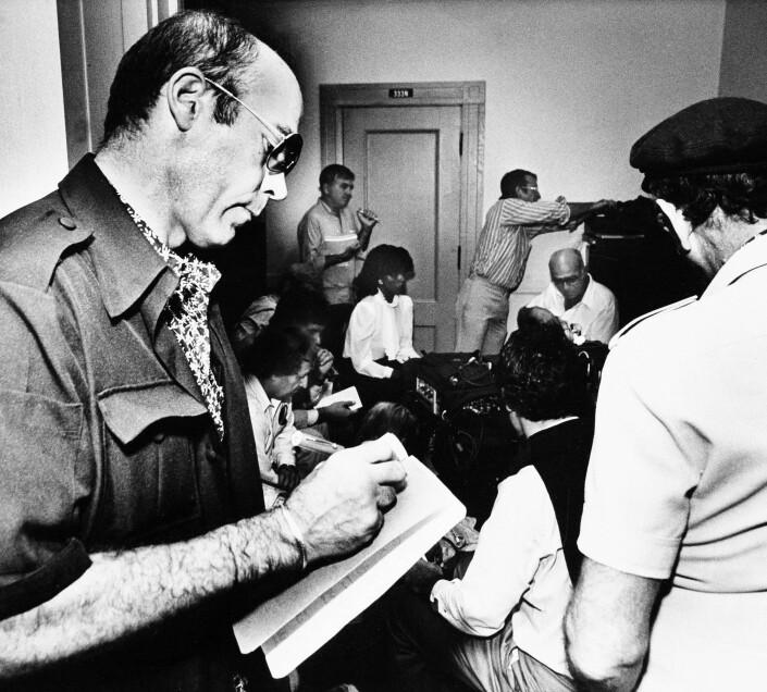 Hunter S. Thompson i et kreativt øyeblikk på 80-tallet. Her dekker han den såkalte Pulitzer-rettssaken for Rolling Stone.