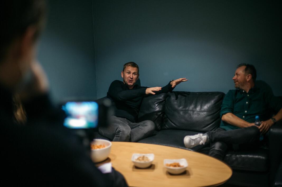 Studentavisen i Trondheim, Under Dusken, intervjuer Øystein Milli og Tor-Erling Thømt Ruud før de skal på scenen. Milli legger ut om hva som skal til for å lykkes som krimreporter.