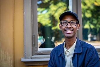 23-åringen fikk fast jobb i Aftenposten før han hadde fullført journalistutdanningen. Han har tidligere jobbet i VG, Vårt Land og Universitas.