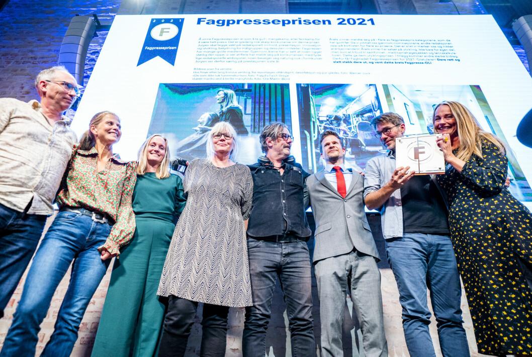 Fagpresseprisen 2021 gikk til Fagbladet, her representert ved blant andre redaktør Eva Ler Nilsen (t.h.).