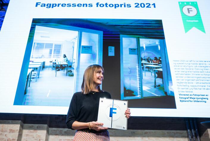 Sonja Holterman tok imot Fagpressens fotopris 2021 på vegne av fotograf Maja Ljungberg Bjåland i bladet Utdanning.
