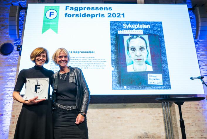 Fagbladet Sykepleien, ved Monica Hilsen (t.v.) og redaktør Anne Hafstad tok Fagpressens forsidepris.
