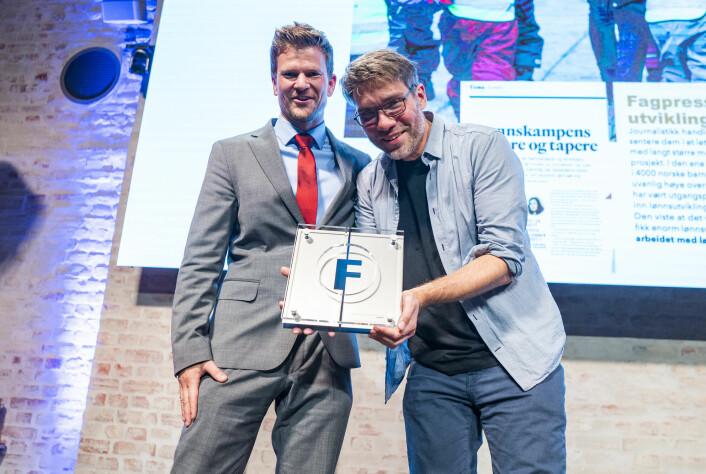 Fagbladet, ved journalist Øystein Windstad (t.v.) og utviklingsredaktør Vidar Eriksen, tok imot Fagpressens utviklingspris.