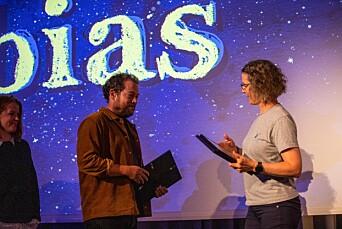 Førsund fikk diplom for podkasten Tobias under konferansen Fortellingens kraft i Bergen.