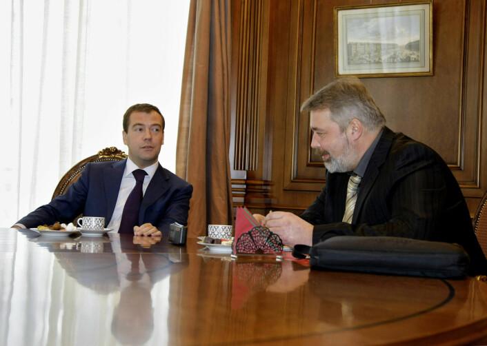 Dmitrij Medvedev blir intervjuet av Dmitrij Muratov i 2009.